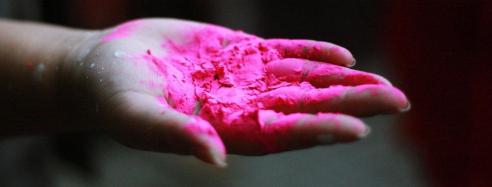 die-kunstwiese-bietet-immer-wieder-farbenfrohe-themen-im-atelier-fuer-kunst-ravensburg