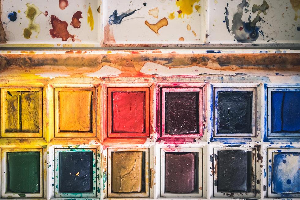 farben-zum-malen-in-malkursen-im-atelier