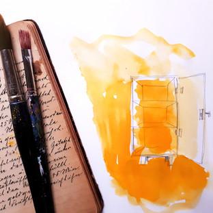 gemalter-schrank-in-gelb-mit-pinseln-und