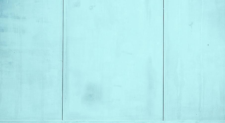 Blau getünchte Wand