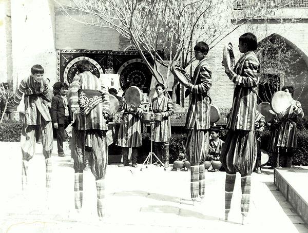 Tashkent performers.jpg