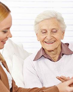 Pharmacien aider femme âgée