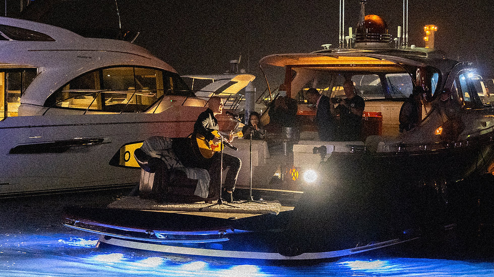 Showpiece Shows Steelpointe Yacht & Charter Show Tyrone Wells Performing on a yacht