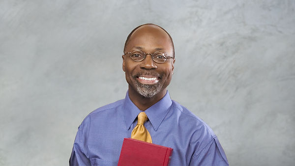 Pastor mit der Bibel