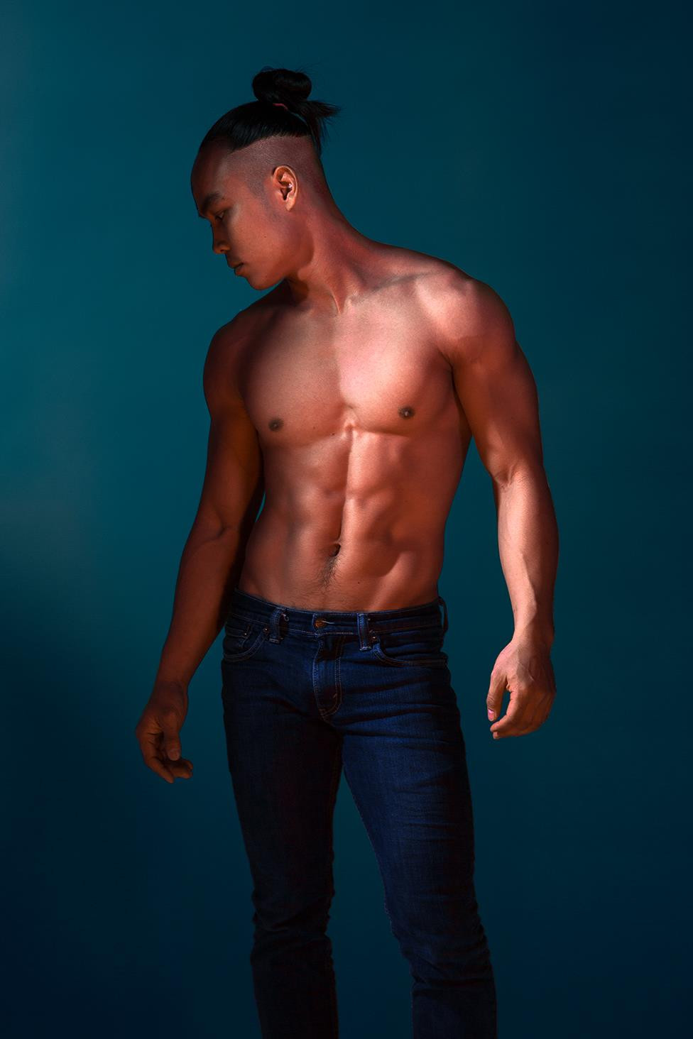 Physique Photograph with steep light falloff