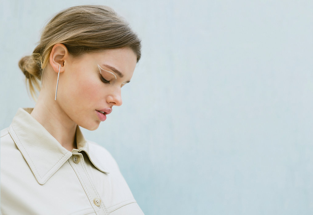 Meberr Studio minimal silver jewelry, minimal bar earrings, geometric silver jewelry designed in Barcelona on line store