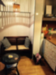 落ち着いた南国風の待合室