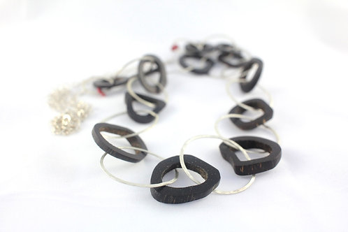 Interlocking hoops necklace