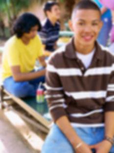 Muchacho adolescente sonriente