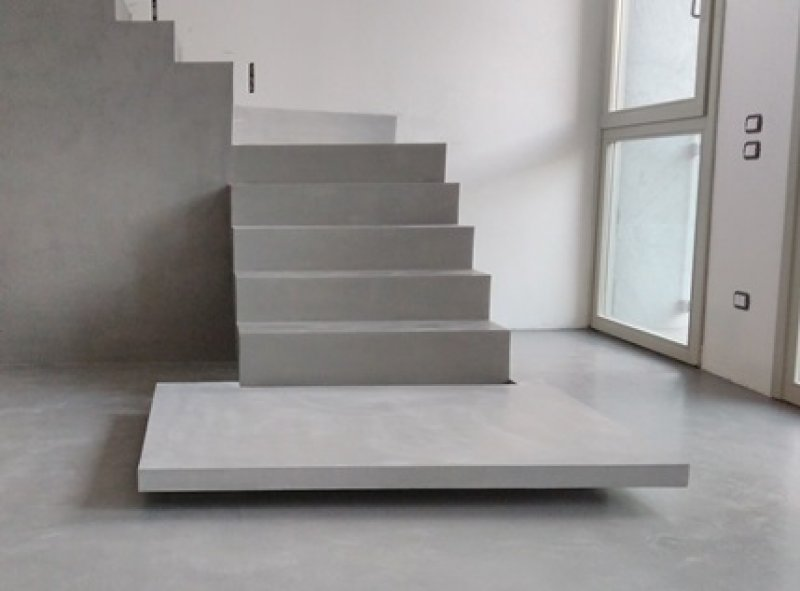 MICROCEMENT ON STEPS WALLS AND FLOOR