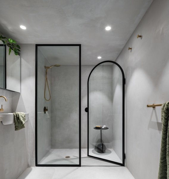 MICROCEMENT WALL TO FLOOR SYSTEM IN A BATHROOM
