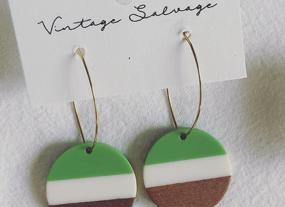 Green/white/wood circle on brushed brass earwire