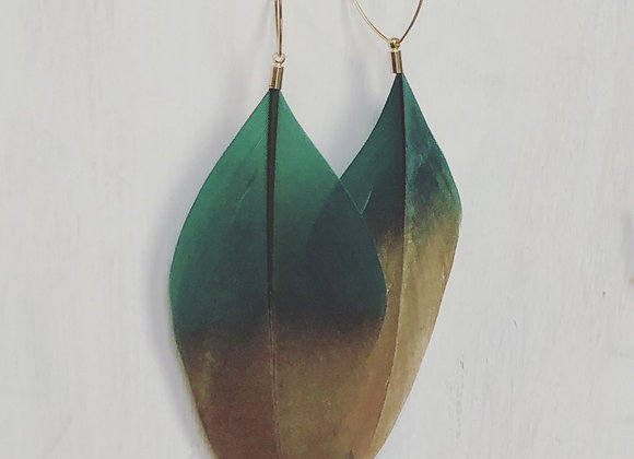 """Gold Dipped Hunter 4"""" Feather on Gold Oval"""
