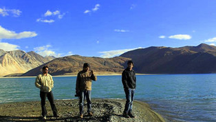 8. Pangong Tso Lake - The scuffle border: Mesmerizing trip to the Himalayas