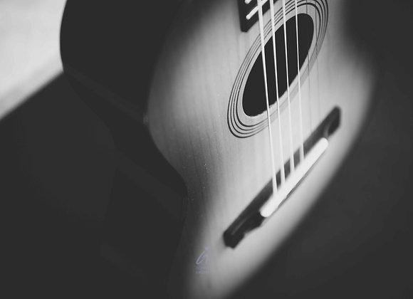Guitar b&w