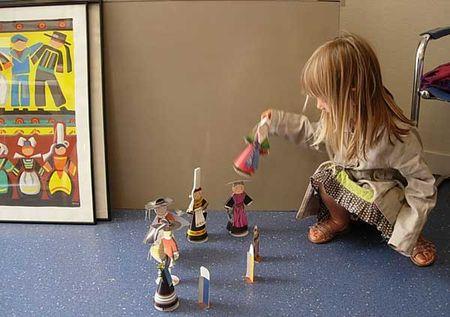 jouer à la poupée
