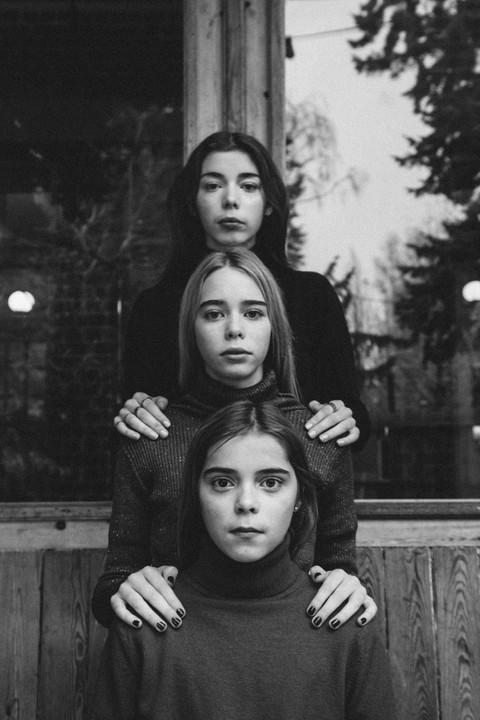 MODEL: ROSA, MARIE & ANNA MUA: CHARLOTTE BLOMMAERT CONCEPT&PHOTO: MAYLI STERKENDRIES