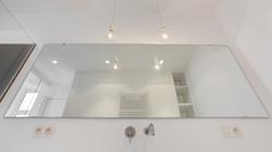 Angle original sur la salle d'eau