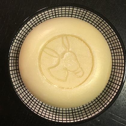 Savon rond au lait d'ânesse bio sur coupelle