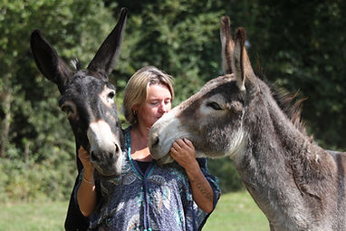Sandrine Viguié et deux ânes