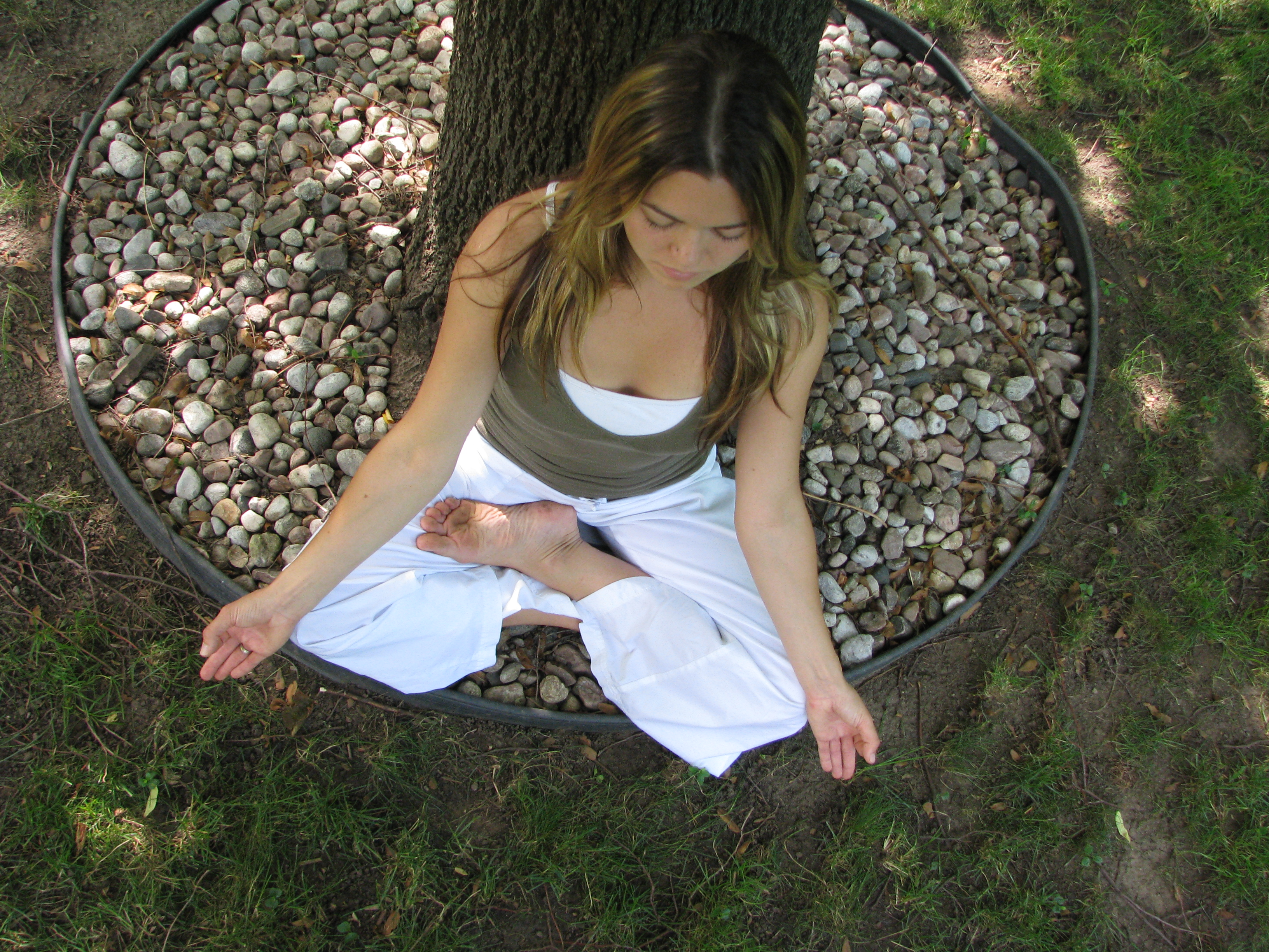 Yogini Ashley - Meditation at the tree (centre)