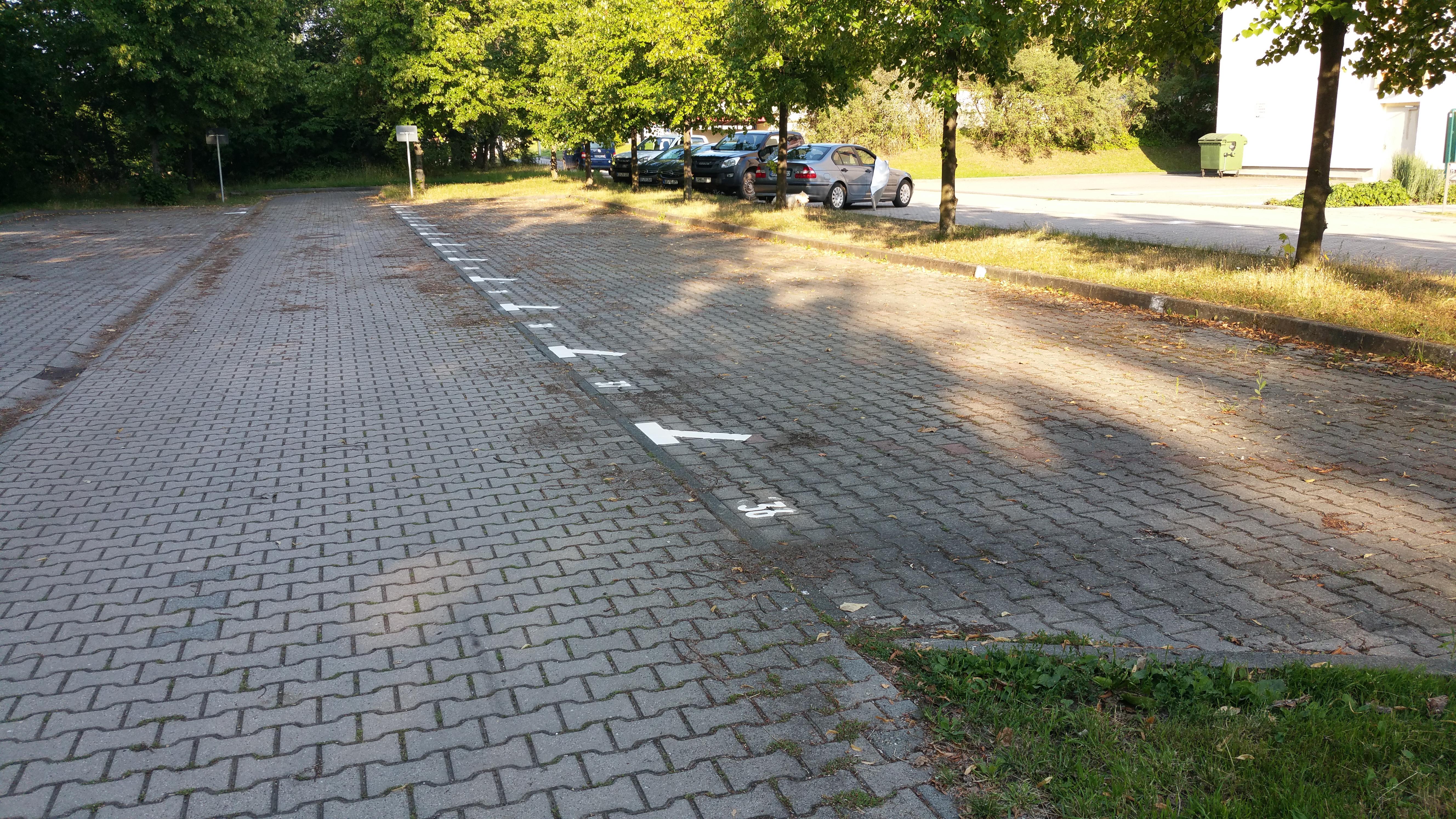 Parkplatzmarkierung_Thülima_Stadtroda_(6)
