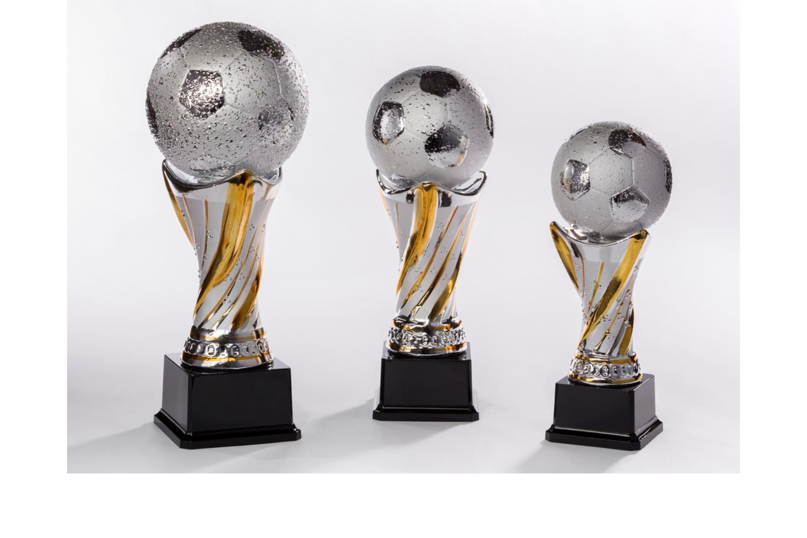 Pokal mit Fußball