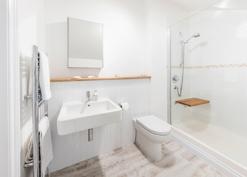 Ensuite bathroom to king size bedroom