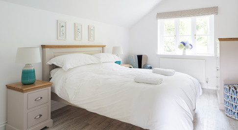 King size bedroom with ensuite bathroom