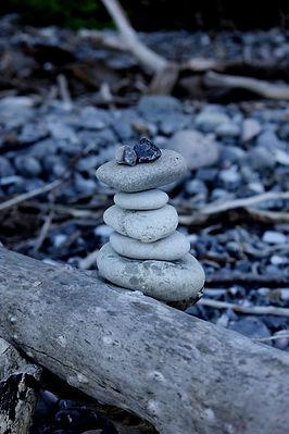 goed gestappelde stenen, achteroverbuigbankje, critical alignment yoga en therapie, schoten, rug, nek en/of schouderklachten, bewustwording