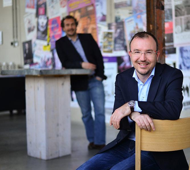 Rob Cornelissen zittend Mikis Snijders staand, advocaat MKB Roermond