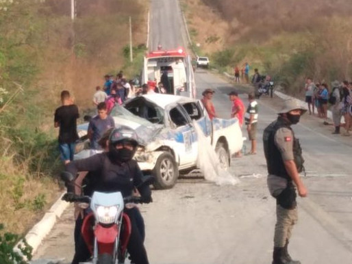 Capotamento na PB-400 deixa duas pessoas mortas e outras três feridas, no Sertão da Paraíba
