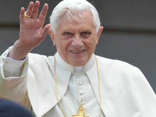 Papa emérito Bento XVI lança livro em que defende o celibato de padres