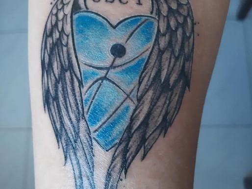 Paciente se recupera da Covid-19 e tatua homenagem aos profissionais da Saúde