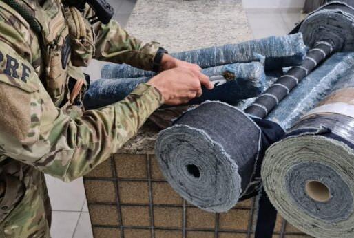 Homem é preso pela PRF  transportando mais de 20 kg de maconha escondidas em rolos de tecido, na PB