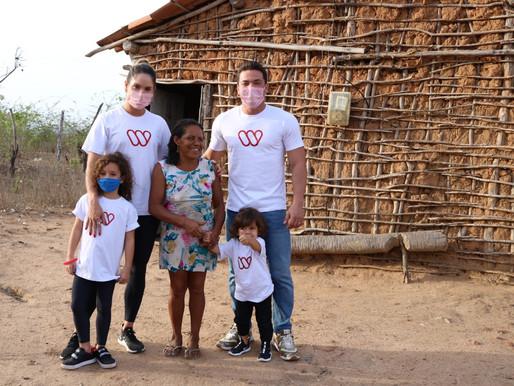 Wesley Safadão e Thyane doam brinquedos e cestas básicas a famílias carentes no Ceará