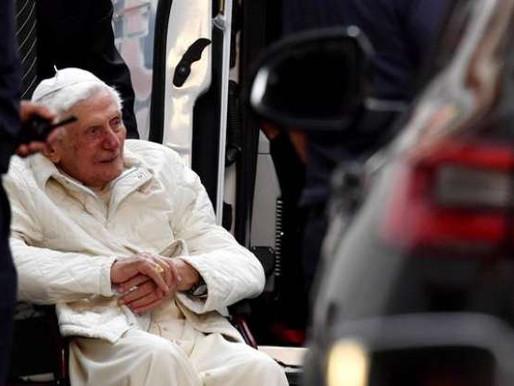 Bento XVI tem infecção no rosto, diz imprensa alemã