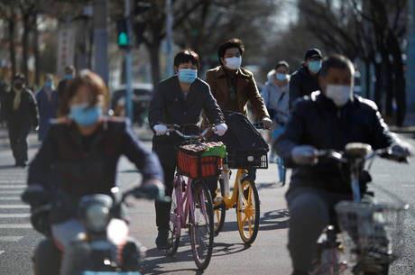 China considera 'risco grande' de nova onda de COVID-19 por casos importados