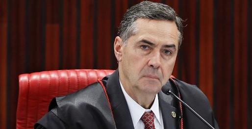 Presidente do TSE, Luis Roberto Barroso, lamenta recorde de mortos pela covid-19
