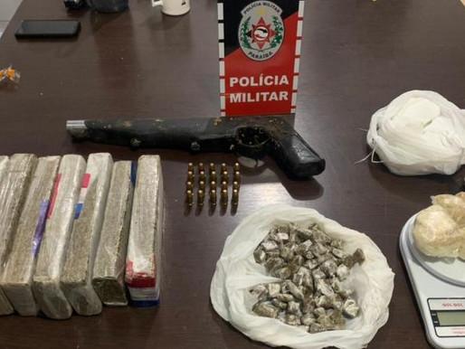 Polícia Militar apreende cerca de seis quilos de drogas, arma e munições com suspeitos, no Sertão