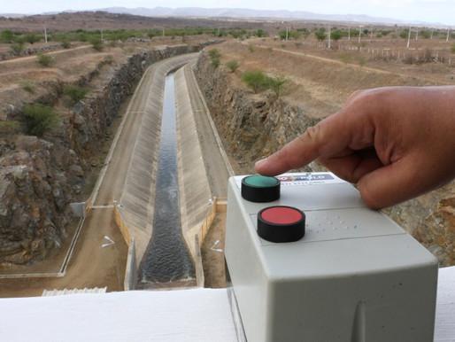 Chega água na maior obra de infraestrutura hídrica da Paraíba