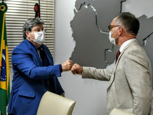 João se reúne com cônsul francês e discute possibilidades de cooperação entre a Paraíba e França