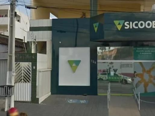 Criminosos se passam por funcionários de prefeitura e assaltam agência bancária em Sumé-PB