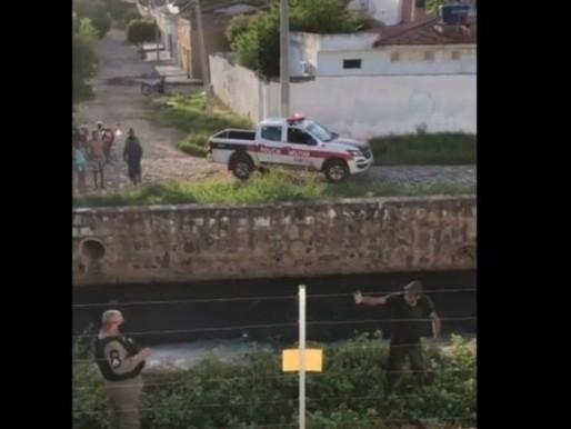 Suspeito de furto é preso após passar 8 horas escondido em tubulação de esgoto, em Sousa