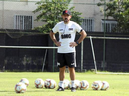 Vasco anuncia saída do técnico Ramon Menezes