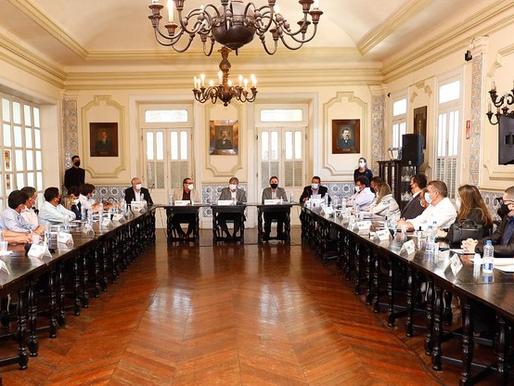 João Azevêdo recebe prefeitos do Vale do Piancó e discute investimentos para a região