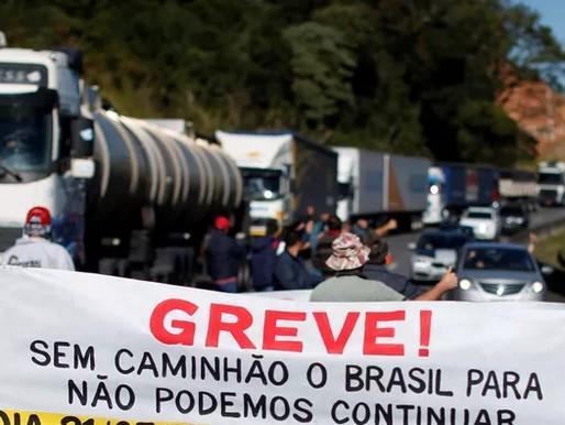 Bolsonaro faz apelo a caminhoneiros para que não façam greve