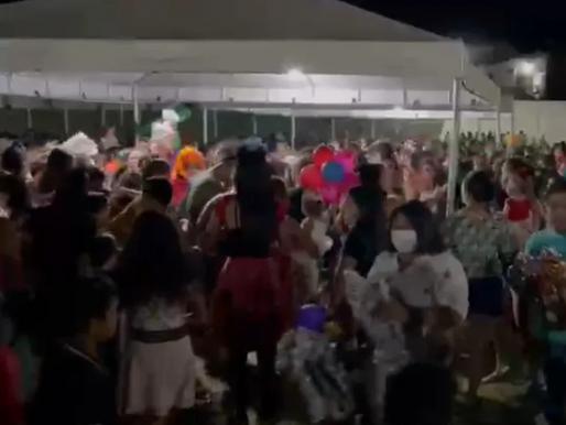 Dia das Crianças: Distribuição de brinquedos termina em tumulto na cidade de São José de Piranhas