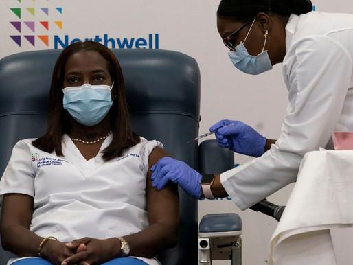 Enfermeira é primeira a ser vacinada contra covid-19 nos EUA