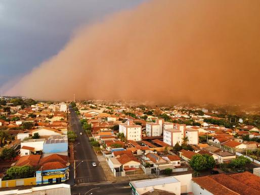 Nuvens de poeira voltam a assustar moradores no interior paulista